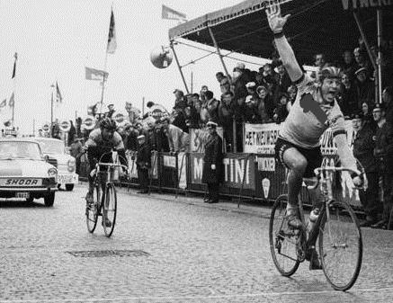 Impresa Gilbert: il belga vince il Giro delle Fiandre in solitaria